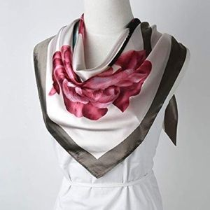 Accessories - 🖤Roses and Roses Scarf!💕💚